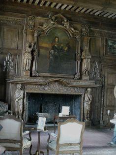 Le château de Jumilhac French Interior Design, French Interiors, Home Fireplace, Fireplaces, French Chateau, French Style, Palaces, Decoration, Castles