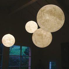 LUNA von In.es-artdesign aus Italien. Mond-Lampe in verschiedenen Größen erhältlich.
