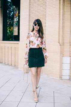 Here are 35 summer work outfits—a. what to wear to work when it's hot as hell outside. From jumpsuits and jeans to slip dresses and pleated skirts, these outfit ideas will take you through to Labor Day. Work Fashion, Fashion Outfits, Ladies Fashion, Women's Fashion, Peach Blazer, Summer Work Outfits, Outfit Combinations, Ladies Dress Design, Work Wear