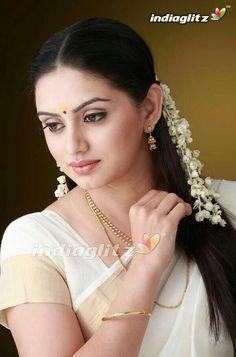 Sruthi Marathi Cute Beauty, Real Beauty, Beauty Women, Asian Beauty, Natural Beauty, Most Beautiful Women, Simply Beautiful, Beautiful Bride, Beautiful People