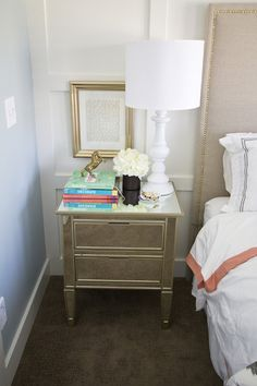 Cute accent table or nightstand.