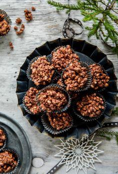 Risboller | Oppskrift - MatPrat Norwegian Christmas, Christmas Cookies, Blackberry, Baking Recipes, Goodies, Yummy Food, Chocolate, Fruit, Sweet