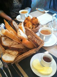 Les Pipelettes à Paris of honey My Little Paris, Sweet Breakfast, Tea Time, Sweet Tooth, French Toast, Food And Drink, Drinks, Gifts, Morning Coffee