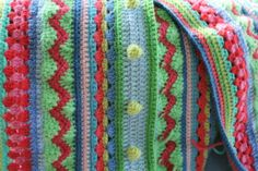 little woollie: quick bit of crochet.... this is  going to be a great blankie! And Jules is sharing the pattern..... go check her blog!