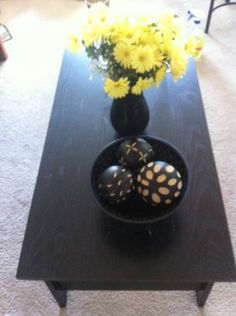 Black wood coffee table - $30 (Central West End )