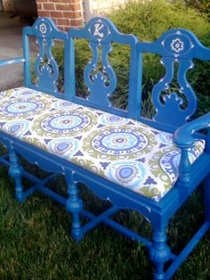 Make a beautiful garden bench out of second hand chairs!