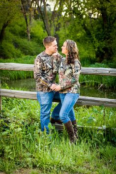 Country engagement pictures - camo - hunting - outdoors - duck hunting Hunting Engagement Photos, Country Engagement Pictures, Outdoor Engagement Photos, Engagement Couple, Engagement Ideas, Wedding Engagement, King Photography, Dream Photography, Engagement Photography