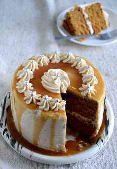 Eggless Caramel Cake with Salted Caramel Buttercream Eierloser Karamell-Kuchen The post Eierloser Karamell-Kuchen mit gesalzener Karamell-Buttercreme & Cakes to try appeared first on Kuchen. Eggless Desserts, Eggless Baking, Easy Desserts, Eggless Recipes, Chocolate Paleo, Chocolate Caramels, Salted Caramels, Cake Chocolate, Chocolate Frosting