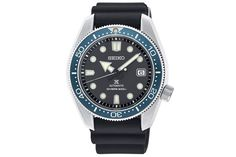 Time To Buy: The Ultimate Guide To James Bond's Watches Montre James Bond, James Bond Watch, Seiko Diver, Roger Moore, Daniel Craig, Casino Royale, Rolex Submariner, Bracelet Nato, Omega Seamaster Diver 300m