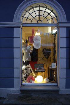 """Installation vitrine """"Love & Vous"""" Décoration : Organisez Moi ! Papeterie : Aujourd'hui c'est Hui, Decoration, Blog, Home Decor, Glass Display Case, Paper Mill, Organization, Decor, Decoration Home"""