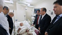 Handout photo released by the Instituto Lula showing former Brazilian President (2003-2010) Luiz Inacio Lula da Silva (2-L) visiting Brazilian Senate's president Jose Sarney, as he remains hospitalized at the Syrian Lebanese Hospital on April 16, 2012 in Sao Paulo, Brazil.