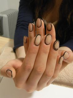 nude and black outlined moden minimilist style nails this is so chic