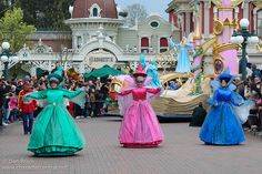 Disney Magic on Parade! Disney Princess Aurora, Disney Magic, People, Character, People Illustration, Lettering, Folk