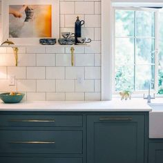 Looking for inspiration for a beautiful, bright, and clean kitchen backsplash? Check out this kitchen design, featuring our classic, pencil-thin grout lines and white subway tiles. White Subway Tiles, Subway Tile Kitchen, Kitchen Backsplash, Subway Art, Updated Kitchen, New Kitchen, Bistro Kitchen, Walnut Kitchen, Kitchen Redo