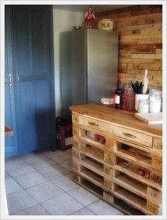 Awesome Réalisation D'un Îlot Central De Cuisine En Palettes / Pallets Kitchen Island  #kitchen #palletkitchenisland #recyclingwoodpallets I made this kitchen island with 6 repurposed EURO pallets, an old tray of a mottled chestnut table and 4 wheels ... I made several storage spaces for ...