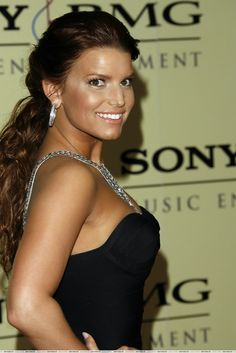 Jessica Simpson love her hair dark