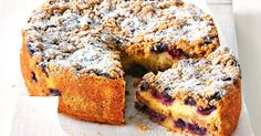 How to make Blueberry crumble cake (recipe) Gluten Free Treats, Gluten Free Cakes, Gluten Free Baking, Baking Recipes, Cake Recipes, Dessert Recipes, Blueberry Crumble Cake, Biscuits, Gluten Free Blueberry