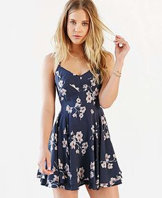 Vestido florido curto rodado