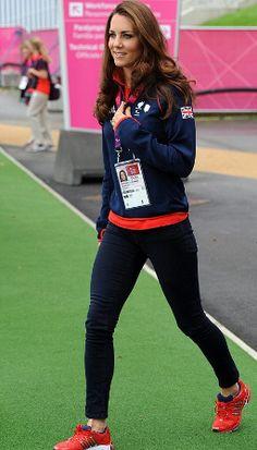 http://blog-static.hola.com/fashionassistance/2012/09/la-duquesa-de-cambridge-del-abrigo-brocado-al-estilo-deportivo-en-los-juegos-paralimpicos.htmlLa Duquesa de Cambridge, del abrigo brocado al estilo deportivo en los Juegos Paralímpicos | Fashion Assistance