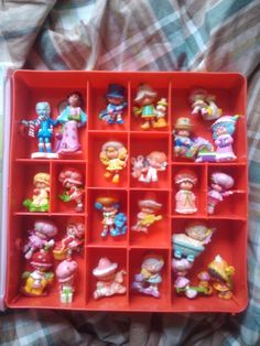 """Vintage Figurines....I remember going to the mall to the store called """"Little World"""" they had everything like this! I wish i could go back in time for a day ;)"""