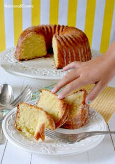 Discover our quick and easy recipe for Yoghurt Cake at Companion on Current Cuisine! Easy Steak Recipes, Sweet Recipes, Cake Recipes, Dessert Recipes, Cooking Recipes, Bunt Cakes, Cupcake Cakes, Cupcakes, Bolo Normal