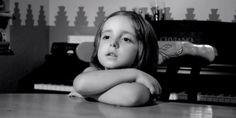 ¿Bailamos ? (corto) Siempre es buena idea escuchar a los pequeños grandes sabios de la casa. En este vídeo se ha plasmado, con guión y edición de por medio, el consejo que mejor saben dar los niños: disfrutar sin preocupaciones haciend...