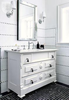 Bathroom design: Dressing table vanity {PHOTO: Donna Griffith}
