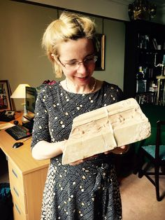 Lucy Worsley She Is Gorgeous, Most Beautiful Women, Ruth Goodman, Dr Lucy Worsley, Photography Movies, Cool Glasses, I Love Lucy, Historian, Archaeology