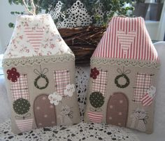 Christmas Tree Ornaments, Christmas Diy, Sewing Tutorials, Sewing Projects, Fabric Houses, Fabric Crafts, Decoupage, Patches, Gift Wrapping