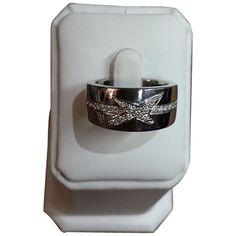 Bague subtile nuance n°1 de la Maison Mauboussin. - Or gris et étoile diamant corps serti d'une ligne de diamants - Or 11.5 g  - Diamant 0.26 - Excellent état