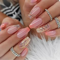 If you want your nails to attract people's attention, glitter nail art design is the most direct way. The glitter nail design is easy to make, just add a little gradient sequins to the nails. Whatever the color of the nails, the addition of small seq Fancy Nails, Pink Nails, Cute Nails, Girls Nails, Fabulous Nails, Gorgeous Nails, Hair And Nails, My Nails, Cute Acrylic Nails