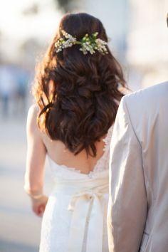 Flowers/hair/hanging down shoulders