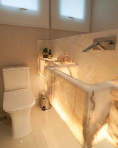 Lavabo pequeno: 60 ambientes bonitos e funcionais com pouco espaço Guest Toilet, Sweet Home, Bathtub, Bathroom, 111, Nova, Design, Restroom Decoration, Half Bathroom Decor