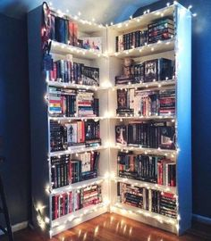 Book shelf ideas fairy lights or christmas lights diy design of my dreams с Dream Rooms, Dream Bedroom, Tumblr Bookshelf, Bookshelf Inspiration, Bedroom Inspiration, Dream Library, Future Library, Home Libraries, Room Goals
