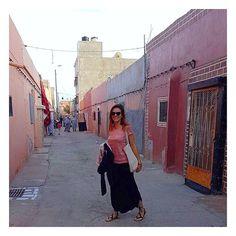 Hello les Explos ! Aujourd'hui on accueille notre nouvelle Exploratrice, Lily ! Nous sommes désormais 12 dans la communauté et Lily apporte son univers, son expérience et sa personnalité ! Merci à elle pour sa confiance ! Découvrez qui elle est à travers son 1er article qui vous parle de son expérience de professeur des écoles au Maroc, dans le Sahara Occidental ! LIEN DANS LA BIO . . Article & 📸 by @lilylil_planet . #lesexploratrices #exploringlife #lilylexploratrice #maroc #sahara…
