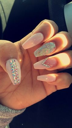 There are great nail design ideas ladies with long nails should consider. Multiple artificial nail ideas that are available for women of all groups in the current times include gel nails, acrylic nails, wraps and press nail. Ongles Bling Bling, Bling Nails, Glitter Nails, Glitter Wine, Cute Acrylic Nails, Acrylic Nail Designs, Nail Art Designs, Nails Design, Dope Nails