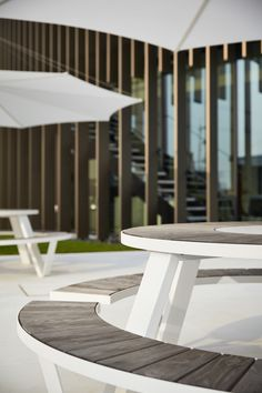 Large round picnic table and bench set to seat 8 people. Steel frame comes in powder coated white or galvanised steel. Suitable for outdoor use. Office Furniture Design, City Furniture, Round Picnic Table, Table And Bench Set, Outdoor Cafe, Cafe Tables, Canteen, Galvanized Steel, Steel Frame