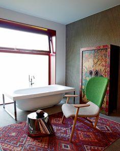 Une salle de bains comme une composition