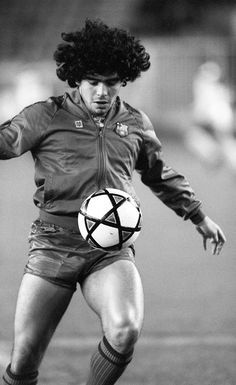 @Maradona #9ine Good Soccer Players, Football Players, Fc Barcelona, Barcelona Training, Diego Armando, Football Images, Sport Inspiration, Sport Football, Football Kits