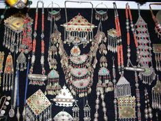 blue-collargirl:  Alle Größen   Turkoman Jewelry, Istanbul Grand Bazaar, Turkey
