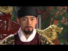 5分でわかる「イ・サン」~第72回 王位の継承~ 朝鮮王朝第22代王、正祖(チョンジョ)、名はイ・サン。偉大な王として多くの功績を残したイ・サンの波瀾万丈の生涯を描く歴史エンターテイメント・ドラマ。「チャングムの誓い」のイ・ビョンフン監督作品。主演は、イ・ソジン。韓国では最高視聴率38%を記録し、あまりの人気に話数が延長された話題作。    第72回「王位の継承」  サンはソンヨンとの間に生まれたヒャンを自ら教育。賢く覚えの早い息子の成長ぶりに目を細める。  一方でサンは亡き父の墓を水原(スウォン)に移し新都を築くべく、内密に計画を進めていた。  大妃(テビ)は、サンの行動になにかあると察知し、部下に水原の状況を探らせる。  第72回を5分ダイジェストでご紹介!  NHK総合 毎週(日)午後11時~ (C)2007-8 MBC    番組HPはこちら「http://nhk.jp/isan」