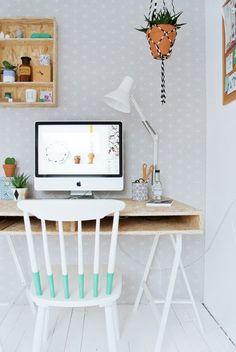 silla en blanco y turquesa