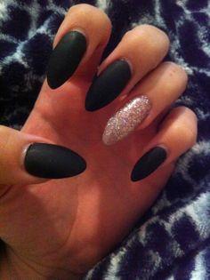 almond nails | Tumblr