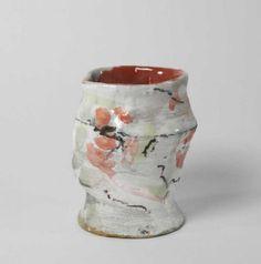 """PENICAUD Brigitte (née en 1954). - Vase en faïence de forme irrégulière, à[...], mis en vente lors de la vente """"Céramiques et Verres Contemporains"""" à Audap & Mirabaud   Audap & Mirabaud"""