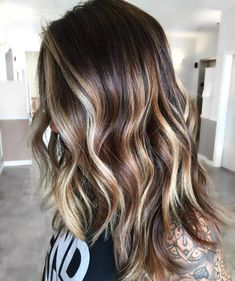 20 Natural-Looking Brunette Balayage Styles - Tri-Color Balayage Hair - Ombre Hair Color, Hair Color Balayage, Cool Hair Color, Blonde Balayage, Fall Balayage, Brunette Fall Hair Color, Brunette Highlights Summer, Curly Balayage Hair, Dark Brown Hair With Blonde Highlights