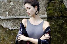 Design: Zellig / Fotografia e Direção de Arte: Bruna Alexia Osthoff / Estilo e Produção: Giovanna Barbosa / Modelo: Natália Xavier (40 Graus)