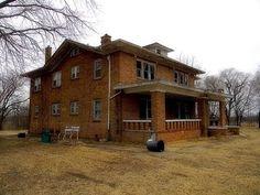 The abandoned mansion, Fairfax Oklahoma - YouTube