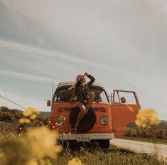 Combi T2, Volkswagen Minibus, Bus Girl, Vw Classic, Vw Vintage, Bus Camper, Vw Cars, Van Life, Places To Travel