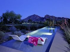 Pool of house designed by by William Cody & Al Beadle in Paradise Valley, AZ. Swimming Pool Photos, Swimming Pool House, Natural Swimming Pools, Sexy Home, Pool Shapes, Modern Pools, Pool Houses, Pool Designs, House Design