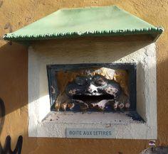 L'ogre de Tamaris,L'insolite boite aux lettres de la Poste de Tamaris, La-Seyne-sur-mer, Var, France.